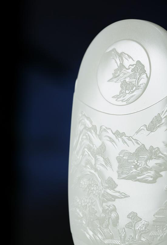 卞宇杰的玉牌藝術:風煙俱凈 靜水深流