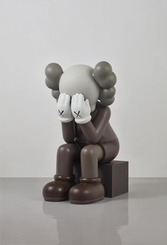 KAWS 《坐着的同伴》,2011,成交价 :3,200,000 港元