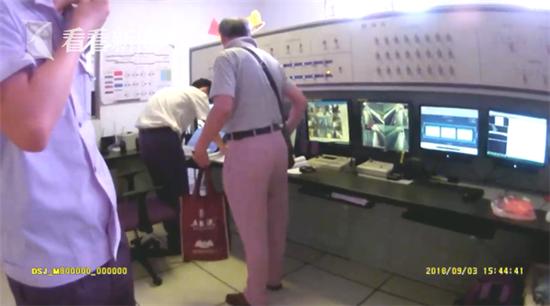 老人携百万藏品坐地铁不慎弄丢 幸好工作人员帮其及时寻回