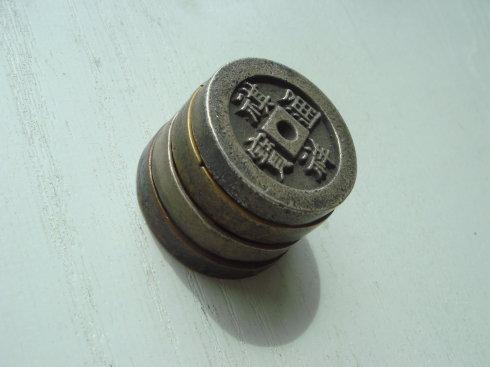 这是咸丰重宝宝福一百边计重的种母钱。直径70毫米,厚度