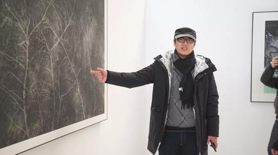 ▲王春辰(中央美术学院教授、央美美术馆副馆长)