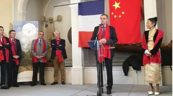 法国诺曼底大区议会主席Hervé Morin 的特使诺曼底大区议员、库塘斯副市长简-曼纽。库赞(Jean-Manuel Cousin)先生致辞