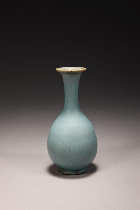 钧窑天蓝釉玉壶春瓶