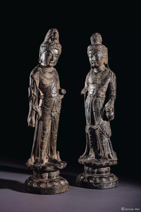 左:盛唐 石灰岩雕大势至菩萨立像 右:盛唐 石灰岩雕观音菩萨立像