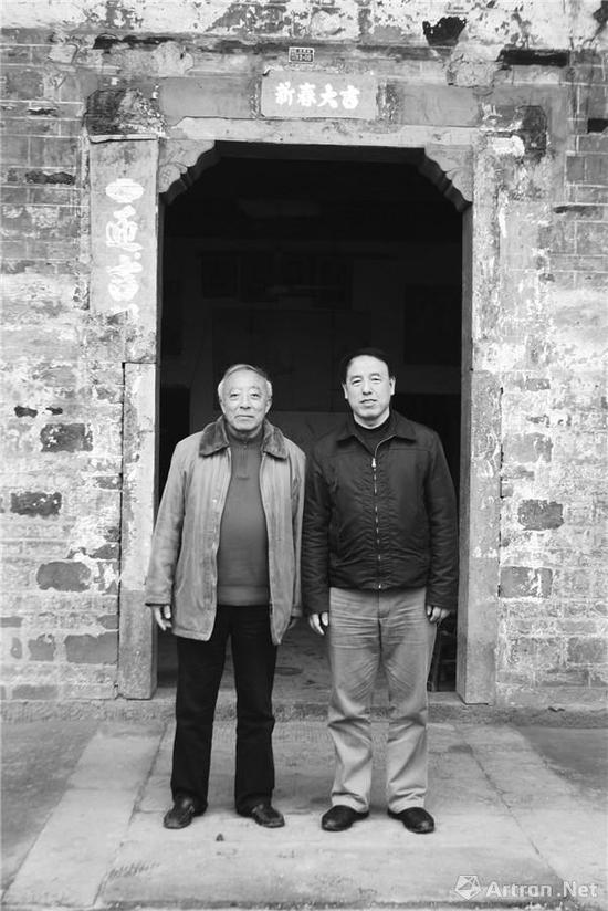附图1。曾迎三先生(右一)与著名书画史学家王中秀先生合影