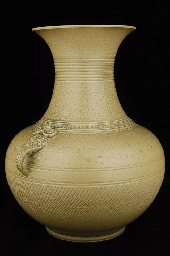 婺窑灰釉双鱼系赏瓶