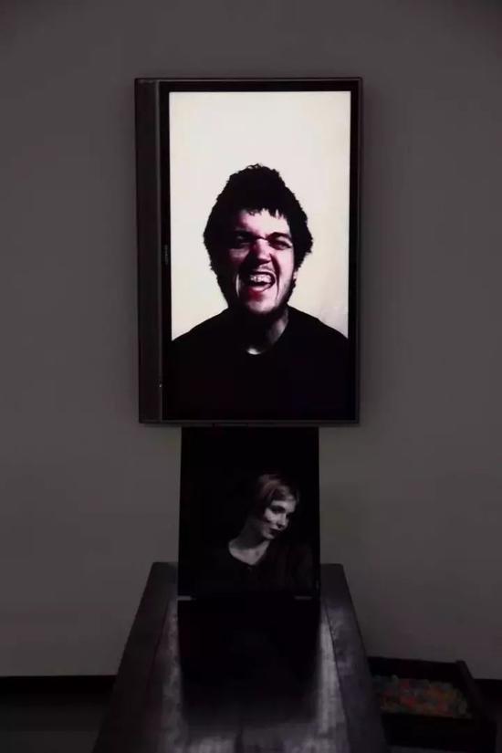 陈小文参展作品《甜言蜜语》2010 交互运动图像 尺寸可变