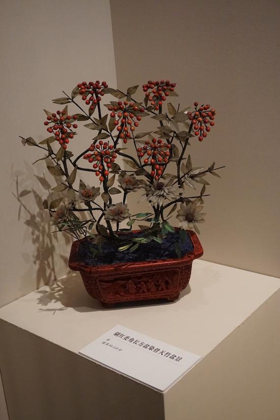 剔红委角长方盆染骨天竹盆景