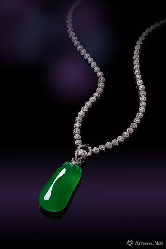 木那至尊 极致珍罕缅甸天然满绿木那种翡翠佛瓜配钻石挂件 2127.5万元成交