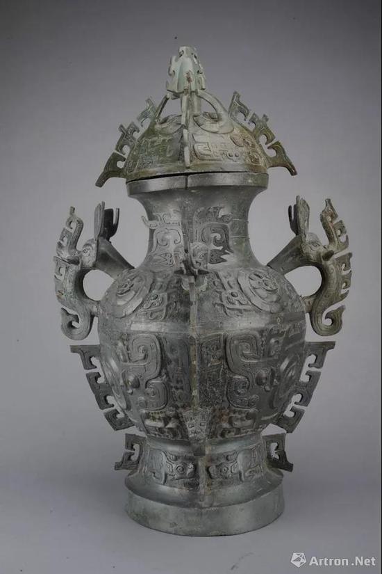 ▲西周 象首耳卷体夔纹铜罍1980年四川彭县竹瓦窖藏出土