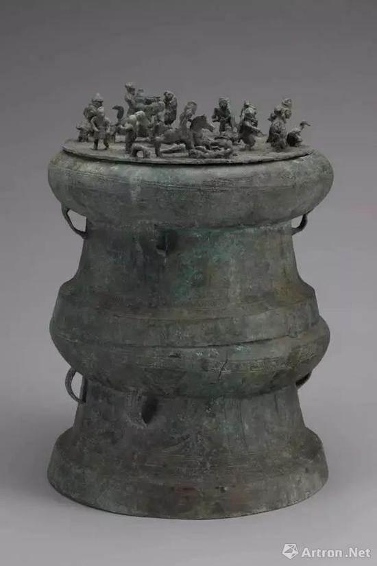 ▲西汉 战争场面叠鼓贮贝器