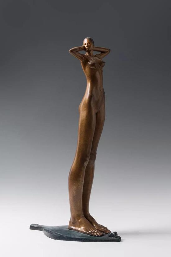 《长腿女孩儿》77x24x43cm青铜2011年