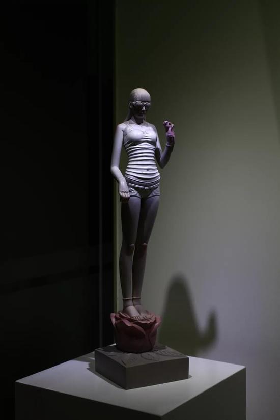 《爱神维纳斯-2》66x17x17cm树脂彩绘2013年