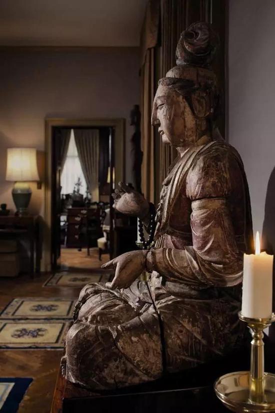 金木雕彩绘菩萨坐像
