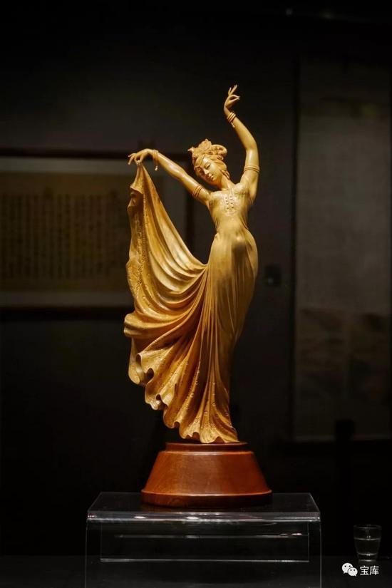 黄杨木雕《孔雀舞》