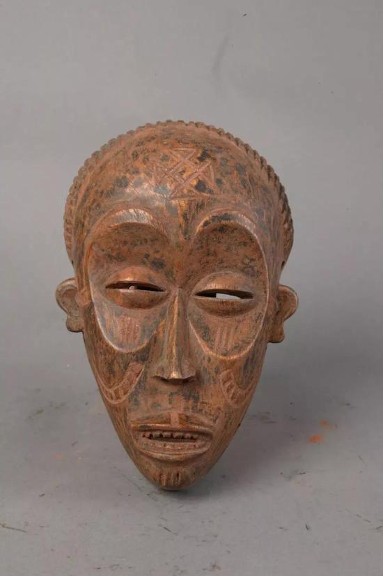 面具 佚名[刚果(金)] 年代不详 24.5×15.5×6.7cm