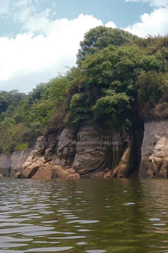大型唐代坐佛被淹半世纪重露面