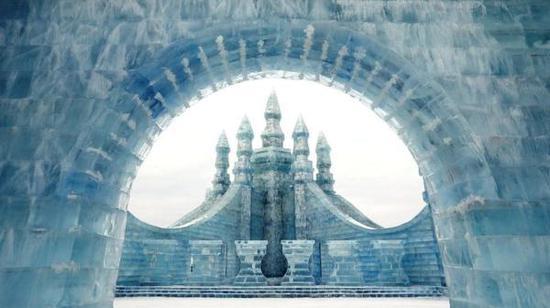 冰雕雪雕艺术亮相哈尔滨堪称世界最大冰雪节