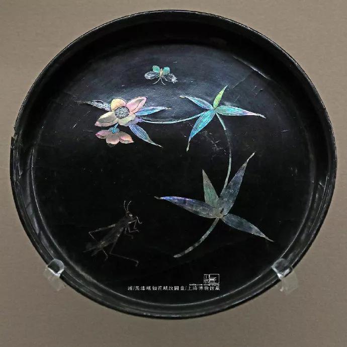 黑漆螺钿花蝶纹圆盘 清   上海博物馆藏