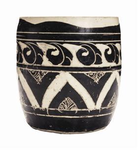 金磁州窑黑剔花几何纹罐,估价10万—15万美元