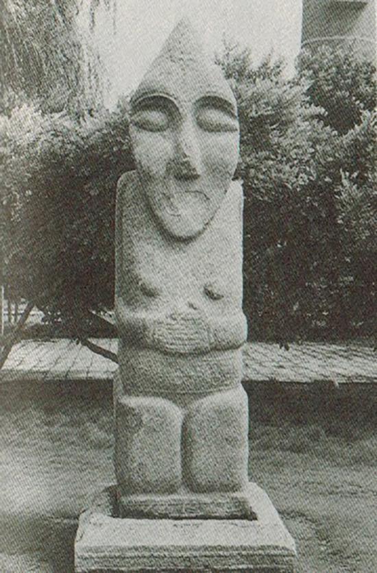 图3 淄博胡人石像