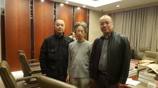 张天志与著名书画家卢辅圣、著名书籍设计师袁银昌共同担任华东地区书籍设计展评委
