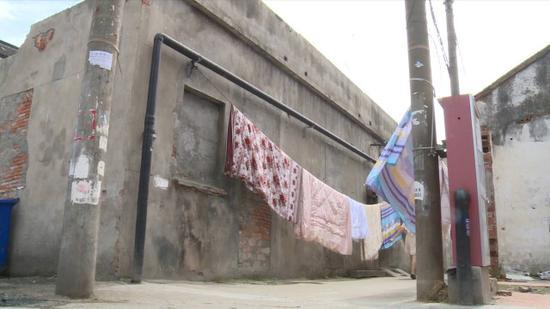 苏州居民搬家才晓得家中竟藏了一张古董床