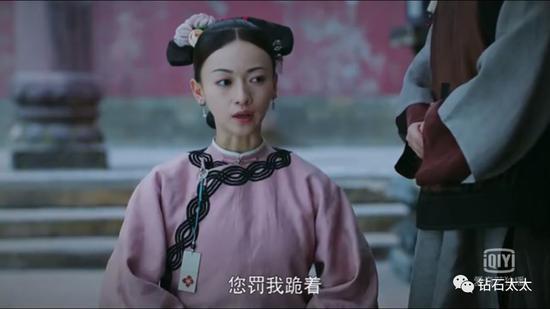 女主刚入宫时身份低微,只有绣坊宫女的宫牌可以佩戴。