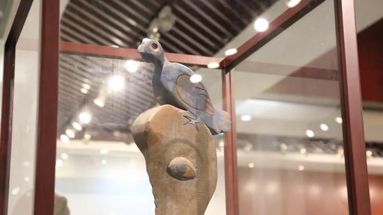 马鲁·门迪·霍约(古巴) 《脑中系列》 旗峰山艺术博物馆展区