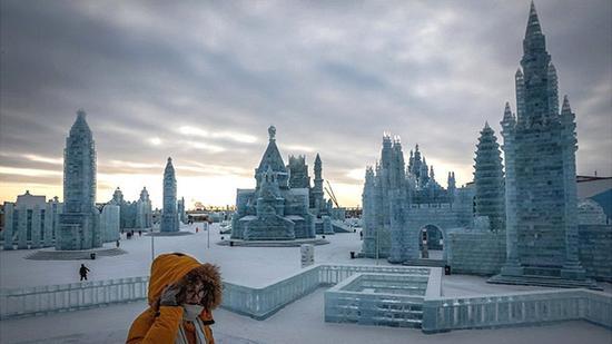 冰雕雪雕艺术亮相哈尔滨 堪称世界最大冰雪节图片