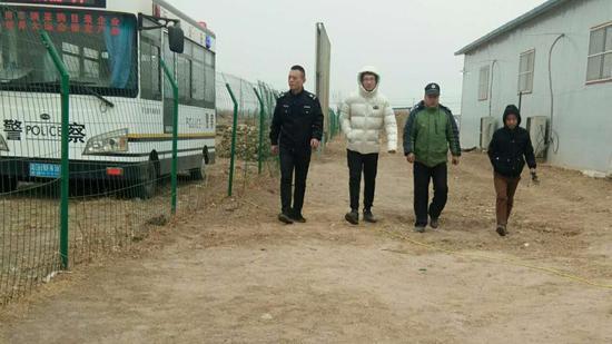 春节期间,留守行唐故郡考古工地的部分工作人员合影。受访者供图