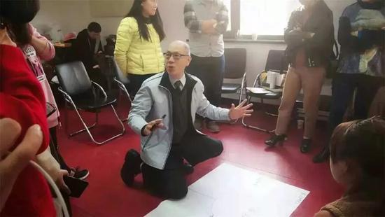 (张晓华老师实操教学员做一个情景剧剧目情节的延伸)