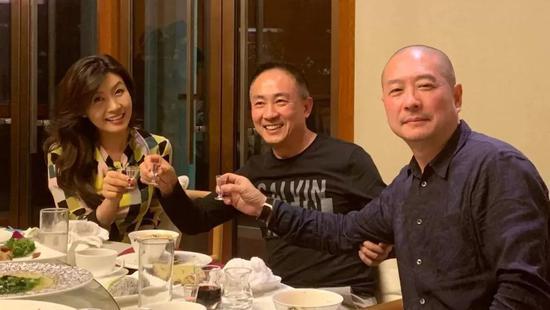 (左起)韩国katherine CHOI总裁崔有镇女士、石铁先生、艺术家傅榆翔