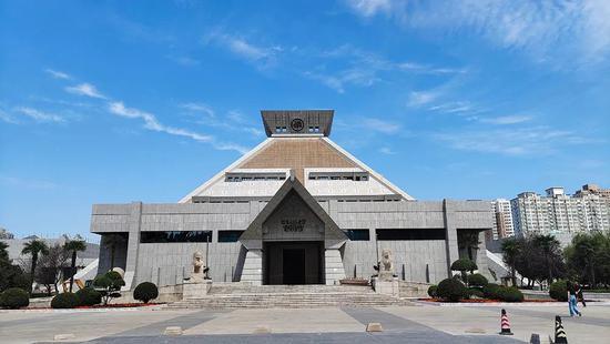 河南博物院主展馆试开放 展览5000余件套精品文物