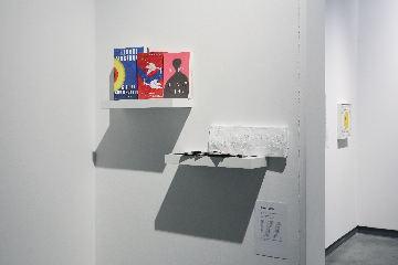 布置方式关注观览体验,在固有的展览空间中呈现出相呼相映的暗动连互