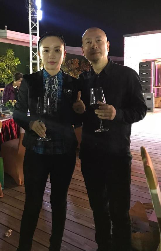 女诗人卢惠美女士与傅榆翔在沙龙晚宴上合影
