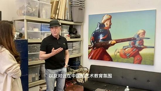 《收藏》杂志总编杨敏与彼得·德雷克在访谈中