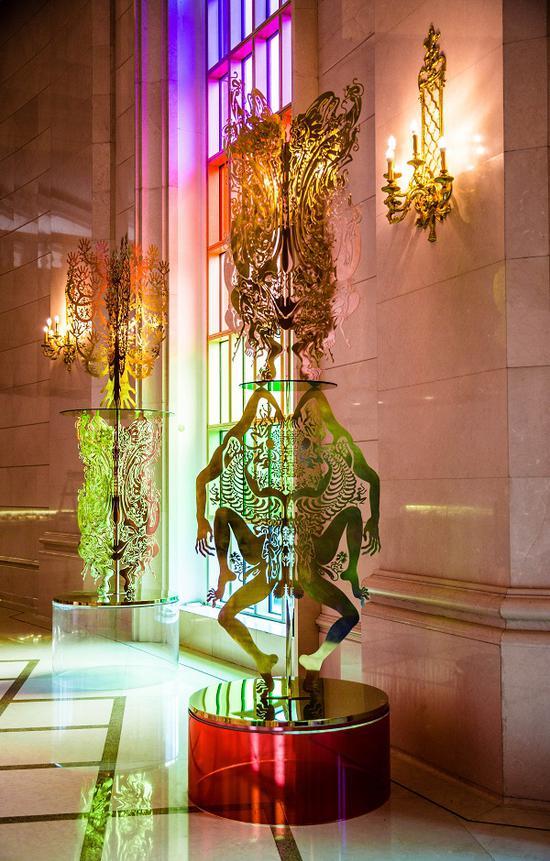 《白日梦森林》(2016)装置 黄铜板激光镂刻