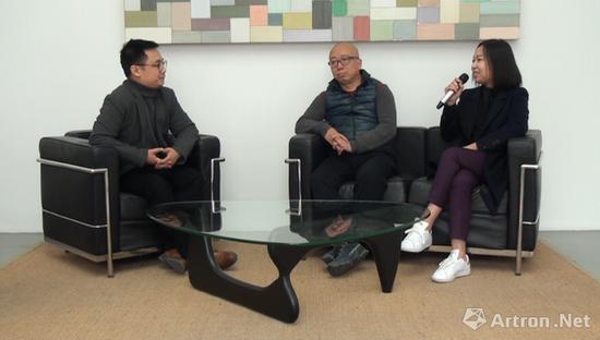 从左至右:雅昌艺术网裴刚、艺术家萧昱、佩斯北京画廊总监程雪