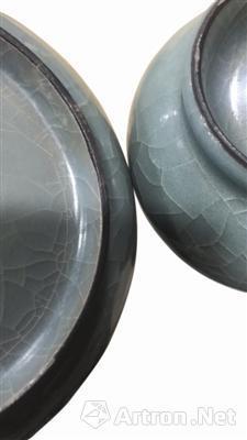 图4 南宋黑胎青釉盘及器底对比图,丽水市处州青瓷博物馆藏