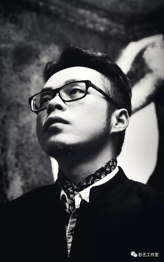 彭丕,1984年生于湖南,现工作生活于广州
