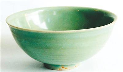 海捞瓷青釉菊花纹碗