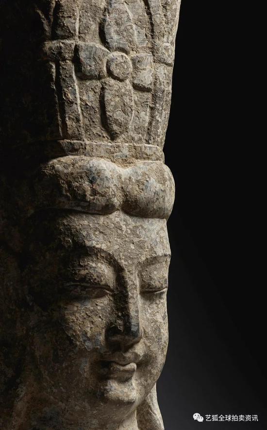 Lot 11 唐 铜鎏金观音坐像