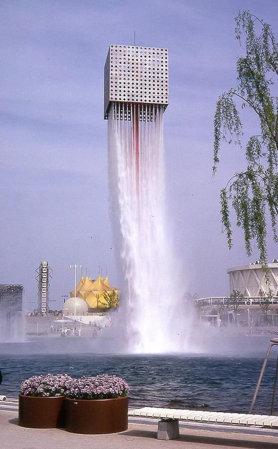 大阪世博会雕刻喷泉