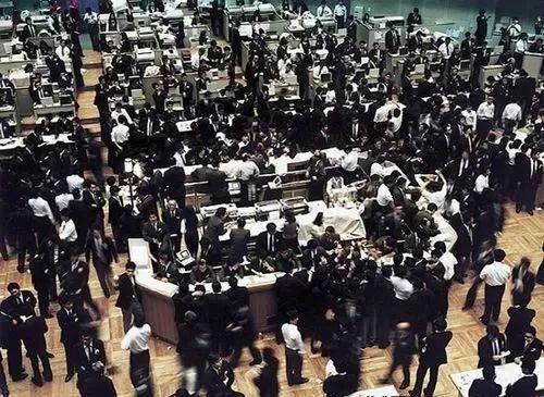 安德里亚﹒古尔斯基《东京股票交易所》1990