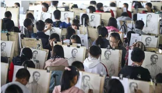 录取率只有4% 国外是如何看待国内艺术生高考的