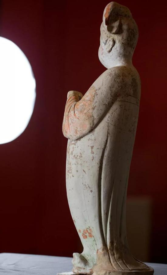 唐·彩绘拱手女陶俑(背影),中国国家博物馆藏