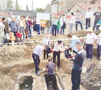 湖北抢救性发掘两座北宋古墓发现执壶等文物8件