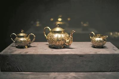 清 银錾喜上眉梢山水诗文人物图竹节茶具 广东省博物馆藏