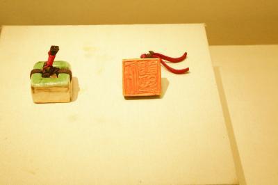 现场展出瓷印形制及印面